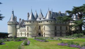 """<p>Au Pays de Ronsard, en vallée du Loir, à proximité des châteaux de la Loire : Chambord**, Blois, Amboise, Chaumont-sur-Loire, Châteaudun**… Vous visiterez le Pays de Vendôme et découvri ......</p><div class=""""more""""><a href=""""https://ffvelo.fr/randonner-a-velo/ou-quand-pratiquer/sejours-et-voyages/au-pays-de-ronsard-2/"""" target=""""_blank"""" title=""""Au pays de Ronsard"""" >Lire la suite</a></div>"""