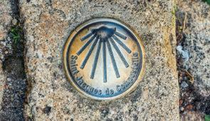 """<p>Au départ de Tours, ce voyage emprunte la """" via Turonensis """" sur laquelle se retrouvaient les pèlerins venus se recueillir sur le tombeau de Saint-Martin. Il comporte treize étapes : ci ......</p><div class=""""more""""><a href=""""https://ffvelo.fr/randonner-a-velo/ou-quand-pratiquer/sejours-et-voyages/compostelle-par-la-voie-de-tours/"""" target=""""_blank"""" title=""""Compostelle par la voie de Tours"""" >Lire la suite</a></div>"""