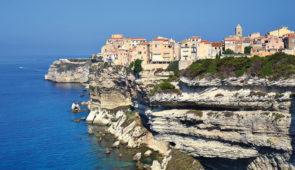 """<p>   POINTS FORTS ♥ ✓ Des panoramas exceptionnels. ✓ Une nature sauvage et préservée.  ✓ Deux sorties en bateau.    Neuf jours de vélo pour faire le tour de la Corse. Un itinéraire ......</p><div class=""""more""""><a href=""""https://ffvelo.fr/randonner-a-velo/ou-quand-pratiquer/sejours-et-voyages/tour-de-lile-de-beaute-4/"""" target=""""_blank"""" title=""""Tour de l'Île de Beauté"""" >Lire la suite</a></div>"""
