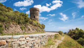 """<p>Tour de Corse en 10 étapes Terre de contrastes, véritable montagne dans la mer, la Corse que les Grecs avaient baptisée """" Kallisté """", la plus belle, vous séduira par la splendeur de ses ......</p><div class=""""more""""><a href=""""https://ffvelo.fr/randonner-a-velo/ou-quand-pratiquer/sejours-et-voyages/la-corse-avec-les-corses-4/"""" target=""""_blank"""" title=""""La Corse avec les Corses"""" >Lire la suite</a></div>"""