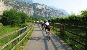 """<p>   POINTS FORTS ♥ ✓ De nombreux cols mythiques. ✓ Entre nature et histoire.  ✓ Évasion garantie.    Découverte de la Province Trentino Alto Adige. Région située au pied du massif ......</p><div class=""""more""""><a href=""""https://ffvelo.fr/randonner-a-velo/ou-quand-pratiquer/sejours-et-voyages/italie-21/"""" target=""""_blank"""" title=""""Italie"""" >Lire la suite</a></div>"""