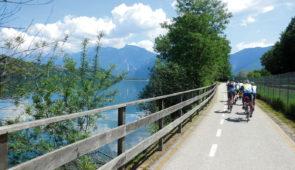 """<p>Les lacs des préalpes luganèses. Découvrez les préalpes luganèses bordées par le lac Majeur et le lac de Lugano. Cette région englobe le canton suisse du Tessin et la Lombardie italienn ......</p><div class=""""more""""><a href=""""https://ffvelo.fr/randonner-a-velo/ou-quand-pratiquer/sejours-et-voyages/italie-14/"""" target=""""_blank"""" title=""""Italie"""" >Lire la suite</a></div>"""