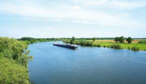 """<p>La Meuse, fleuve européen est aussi appelé Maas en Néerlandais. Tremper les pieds dans cette eau, c'est ce que vous propose ce séjour après plus de 1 100 kilomètres à vélo au fil de l'e ......</p><div class=""""more""""><a href=""""https://ffvelo.fr/randonner-a-velo/ou-quand-pratiquer/sejours-et-voyages/de-la-meuse-a-la-maas-2/"""" target=""""_blank"""" title=""""De la Meuse à la Maas"""" >Lire la suite</a></div>"""