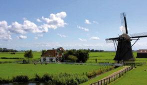 """<p>À la découverte du Rhin par l'EuroVélo 15 de Strasbourg à Rotterdam. Rien de plus attirant que de partir à la découverte de la vallée du Rhin en vélo sur des voies cyclables. Le Rhin a  ......</p><div class=""""more""""><a href=""""https://ffvelo.fr/randonner-a-velo/ou-quand-pratiquer/sejours-et-voyages/de-strasbourg-a-rotterdam-2/"""" target=""""_blank"""" title=""""De Strasbourg à Rotterdam"""" >Lire la suite</a></div>"""