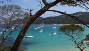 """<p>Venez apprécier ce bateau de croisière sur son plan d'eau qui fait face aux trois perles de la Méditerranée. Chaque jour, vous aurez le choix du parcours en fonction de votre forme et d ......</p><div class=""""more""""><a href=""""https://ffvelo.fr/randonner-a-velo/ou-quand-pratiquer/sejours-et-voyages/printemps-sur-la-cote-varoise/"""" target=""""_blank"""" title=""""Printemps sur la côte Varoise"""" >Lire la suite</a></div>"""