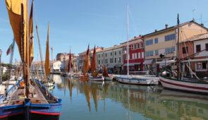 """<p>Délicieuse escapade en Romagne. Cette région présente toutes les facettes pour un séjour plein de plaisir et d'émotions : des routes et des paysages fabuleux, un accueil très chaleureux ......</p><div class=""""more""""><a href=""""https://ffvelo.fr/randonner-a-velo/ou-quand-pratiquer/sejours-et-voyages/italie-9/"""" target=""""_blank"""" title=""""Italie"""" >Lire la suite</a></div>"""