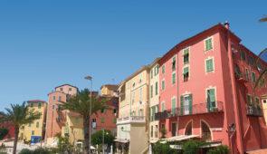 """<p>   POINTS FORTS ♥ ✓ Le Mont Ventoux. ✓ Les paysages du Vaucluse.  ✓ Le village vacances.    Située à la frontière italienne, Menton est une citée jouissant d'un climat agréable t ......</p><div class=""""more""""><a href=""""https://ffvelo.fr/randonner-a-velo/ou-quand-pratiquer/sejours-et-voyages/menton-perle-de-la-france-3/"""" target=""""_blank"""" title=""""Menton, perle de la France"""" >Lire la suite</a></div>"""