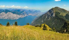 """<p>   POINTS FORTS ♥ ✓ Riche en histoire et culture. ✓ Le plus grand lac d'Italie.  ✓ Un climat doux pour le vélo.    À la découverte du lac de Garde. Un séjour dans le cadre  ......</p><div class=""""more""""><a href=""""https://ffvelo.fr/randonner-a-velo/ou-quand-pratiquer/sejours-et-voyages/italie-20/"""" target=""""_blank"""" title=""""Italie"""" >Lire la suite</a></div>"""