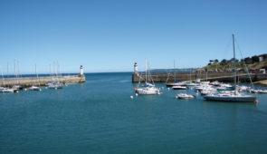 """<p>  POINTS FORTS ♥ ✓ Les menhirs de Carnac. ✓ L'île aux moines.  ✓ Le Golfe du Morbihan.    Le golfe du Morbihan, petite mer en breton, forme un étonnant semis de roches et d ......</p><div class=""""more""""><a href=""""https://ffvelo.fr/randonner-a-velo/ou-quand-pratiquer/sejours-et-voyages/autour-de-la-petite-mer/"""" target=""""_blank"""" title=""""Autour de la petite mer"""" >Lire la suite</a></div>"""