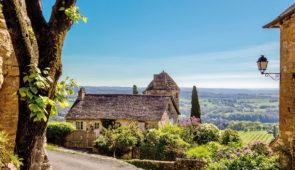 """<p>   POINTS FORTS ♥ ✓Un circuit touristique et sportif. ✓Une ambiance amicale. ✓Un environnement naturel.    Vous sillonnerez les routes paisibles de la » Basse Corrèze » qui s'é ......</p><div class=""""more""""><a href=""""https://ffvelo.fr/randonner-a-velo/ou-quand-pratiquer/sejours-et-voyages/decouverte-de-la-basse-correze/"""" target=""""_blank"""" title=""""Découverte de la basse Corrèze"""" >Lire la suite</a></div>"""