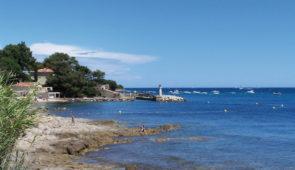 """<p>   POINTS FORTS ♥ ✓ Des circuits touristiques. ✓ Un climat agréable toute l'année. ✓ Séjour convivial.    Ce séjour entre mer et montagne, associe parfaitement le tourisme  ......</p><div class=""""more""""><a href=""""https://ffvelo.fr/randonner-a-velo/ou-quand-pratiquer/sejours-et-voyages/paques-dans-le-var/"""" target=""""_blank"""" title=""""Pâques dans le Var"""" >Lire la suite</a></div>"""