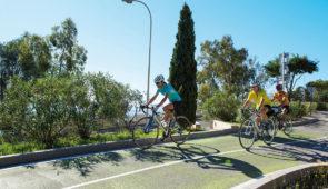"""<p>  POINTS FORTS ♥ ✓ Un climat agréable toute l'année. ✓ De beaux villages de la Côte d'Azur.  ✓ Un hébergement de qualité.    Venez rouler dans le massif des Maures à ......</p><div class=""""more""""><a href=""""https://ffvelo.fr/randonner-a-velo/ou-quand-pratiquer/sejours-et-voyages/rendez-vous-dans-le-sud-2/"""" target=""""_blank"""" title=""""Rendez-vous dans le sud"""" >Lire la suite</a></div>"""