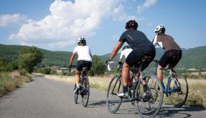 """<p>   POINTS FORTS ♥ ✓Des parcours accompagnés chaque matin. ✓Après-midi libres avec nombreuses possibilités d'activités. ✓Espace bien-être : spa, sauna, hammam.    Vous appré ......</p><div class=""""more""""><a href=""""https://ffvelo.fr/randonner-a-velo/ou-quand-pratiquer/sejours-et-voyages/velo-auvergne-sport-detente/"""" target=""""_blank"""" title=""""Vélo Auvergne – Sport & Détente"""" >Lire la suite</a></div>"""