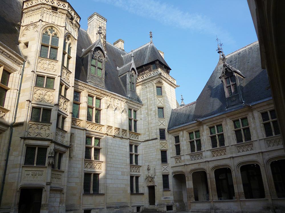 La cour intérieure du palais Jacques Coeur.