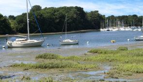 """<p>Le golfe du Morbihan, petite mer en breton, forme un étonnant semis de roches et d'îlots couverts de genêts et coiffés de pins. Ses paysages exceptionnels, ses petits ports et chantiers ......</p><div class=""""more""""><a href=""""https://ffvelo.fr/randonner-a-velo/ou-quand-pratiquer/sejours-et-voyages/autour-de-la-petite-mer-2/"""" target=""""_blank"""" title=""""Autour de la petite mer"""" >Lire la suite</a></div>"""