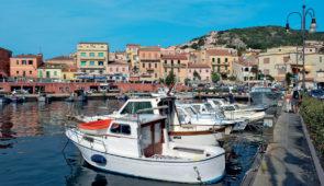 """<p>Découvrez des paysages immuables, calmes au riche patrimoine historique et architectural et laissez-vous captiver par les somptueux rivages de la Sardaigne. Après la côte ouest, vous ab ......</p><div class=""""more""""><a href=""""https://ffvelo.fr/randonner-a-velo/ou-quand-pratiquer/sejours-et-voyages/sardaigne-7/"""" target=""""_blank"""" title=""""Sardaigne"""" >Lire la suite</a></div>"""