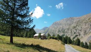 """<p>Au début de l'été, la vallée de l'Ubaye vous ouvre ses paysages fleuris où les alpages accueillent les troupeaux en transhumance. Le plus grand barrage d'Europe, Serre-Ponçon, fruit du  ......</p><div class=""""more""""><a href=""""https://ffvelo.fr/randonner-a-velo/ou-quand-pratiquer/sejours-et-voyages/au-coeur-de-lubaye-sauvage-en-velo-a-assistance-electrique/"""" target=""""_blank"""" title=""""Au coeur de l'Ubaye sauvage en vélo à assistance électrique"""" >Lire la suite</a></div>"""