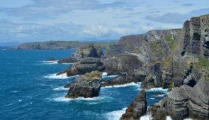 """<p>ENTRE NATURE ET TRADITION Transport maritime au départ de Roscoff dans le Finistère pour arriver à Cork où débutera votre séjour itinérant avec la découverte de la verte Erin. Trois axe ......</p><div class=""""more""""><a href=""""https://ffvelo.fr/randonner-a-velo/ou-quand-pratiquer/sejours-et-voyages/irlande-6/"""" target=""""_blank"""" title=""""Irlande"""" >Lire la suite</a></div>"""