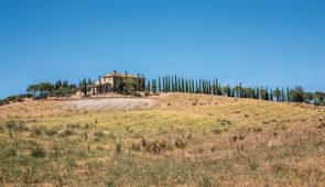 """<p>LES CITÉS HISTORIQUES DE LA TOSCANE Colle di Val d'Elsa est juchée sur une jolie petite colline boisée où se côtoient les vignes, les oliviers et les cultures de céréales en offrant un  ......</p><div class=""""more""""><a href=""""https://ffvelo.fr/randonner-a-velo/ou-quand-pratiquer/sejours-et-voyages/italie-24/"""" target=""""_blank"""" title=""""Italie"""" >Lire la suite</a></div>"""