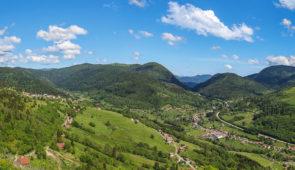 """<p>La quatrième randonnée en souvenir de René Pottier se déroulera en trois étapes de Brétigny-sur-Orge jusqu'au Ballon d'Alsace, qui fut le premier col inscrit au Tour de France en 1905 e ......</p><div class=""""more""""><a href=""""https://ffvelo.fr/randonner-a-velo/ou-quand-pratiquer/sejours-et-voyages/la-pottier-n4-le-ballon-dalsace-2/"""" target=""""_blank"""" title=""""La Pottier n°4 – Le Ballon d'Alsace"""" >Lire la suite</a></div>"""