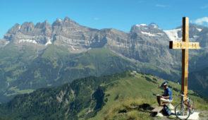 """<p>Ce tour de la Haute-Savoie vous guidera sur 680 kilomètres et 10 500 mètres de dénivelés avec deux niveaux de circuits. Laissez-vous séduire, en empruntant une partie de la route des Gr ......</p><div class=""""more""""><a href=""""https://ffvelo.fr/randonner-a-velo/ou-quand-pratiquer/sejours-et-voyages/tour-de-la-haute-savoie/"""" target=""""_blank"""" title=""""Tour de la Haute-Savoie"""" >Lire la suite</a></div>"""