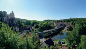 """<p>À une trentaine de kilomètres de Poitiers, le village vacances de Saint-Cyr est situé en bordure d'un petit lac abritant une réserve ornithologique. Venez découvrir quelques-unes des ri ......</p><div class=""""more""""><a href=""""https://ffvelo.fr/randonner-a-velo/ou-quand-pratiquer/sejours-et-voyages/tourisme-gastronomie/"""" target=""""_blank"""" title=""""Tourisme & Gastronomie"""" >Lire la suite</a></div>"""