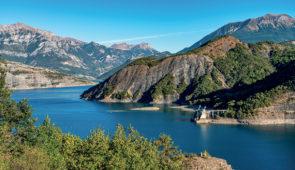 """<p>Hébergement dans un village vacances de grand standing à 1 270 mètres d'altitude et à 12 kilomètres de Barcelonnette. Vous découvrirez le lac artificiel de Serre-Ponçon sur des circuits ......</p><div class=""""more""""><a href=""""https://ffvelo.fr/randonner-a-velo/ou-quand-pratiquer/sejours-et-voyages/la-vallee-de-lubaye/"""" target=""""_blank"""" title=""""La vallée de l'Ubaye"""" >Lire la suite</a></div>"""